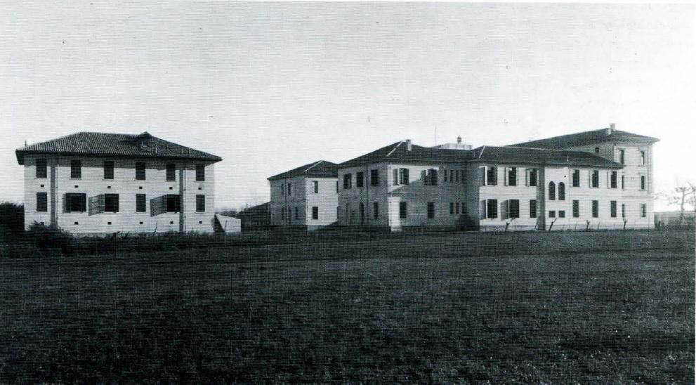 Stazione Bacologica di Padova negli anni '30, veduta ovest con locale bigattiera sulla sinistra